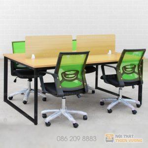 """Cụm bàn chân chữ u vách ngăn gỗkhông chỉ giúp """"tiết kiệm"""" được không gian làm việc mà còn tạo nên một văn phòng làm việc hiện đại, chuyên nghiệp hơn."""
