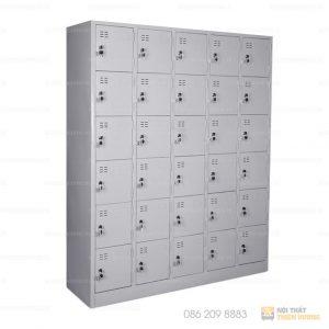 Tủ locker được chia làm 30 ngăn riêng biệt. Các khoang tủ có kích thước bằng nhau và được khóa bằng một ổ khóa riêng. Cánh tủ có móc khoá ngoài và ô thoáng. Tủ lọcker có nhiều ngăn chứa được số lượng đồ lớn.