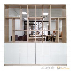 Tủ hồ sơ kết hợp kệ trang trí 2m là sản phẩm thường được sử dụng để đồ cá nhân, hồ sơ, tài liệu tại các văn phòng, cơ quan,nhà hàng,xí nghiệp…. Tủ được phủ bằng Melamine, giúp bề mặt sáng mịn